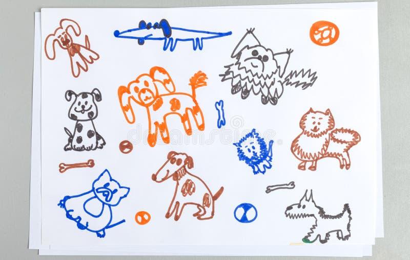 Grupo da garatuja da criança de cães bonitos do esboço com ossos e bolas fotos de stock royalty free