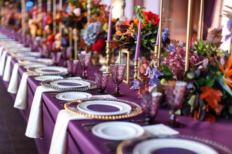 Grupo da tabela para o casamento ou um outro jantar abastecido do evento fotos de stock royalty free