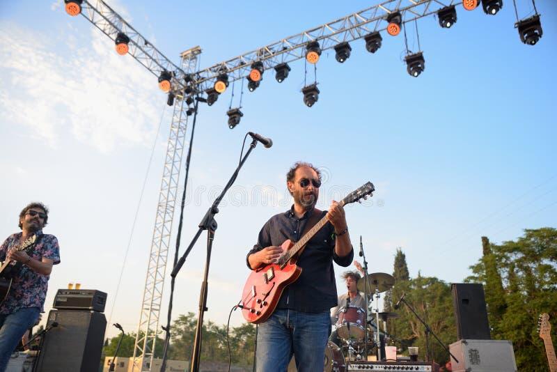 Grupo de在音乐会的Expertos Solynieve (带)在维达节日 库存照片