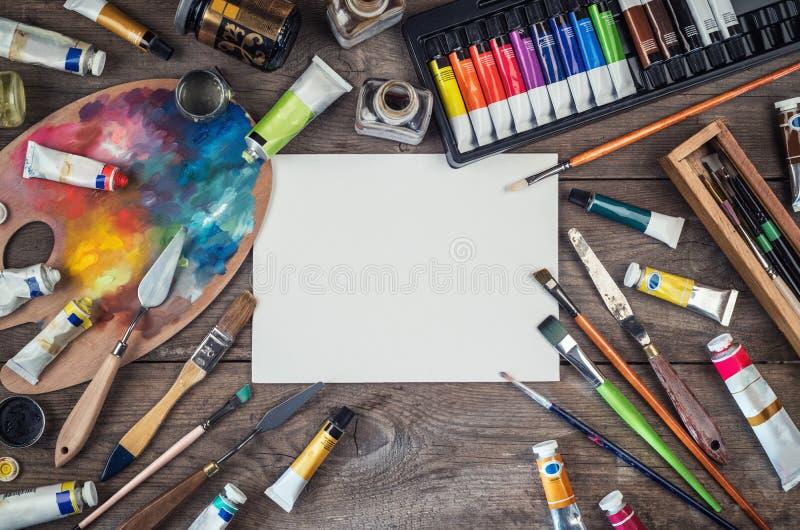 Grupo de acessórios do artista Lona, tubo da pintura de óleo, brushe da arte ilustração royalty free