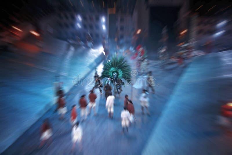 Grupo de actores, jugando en escena en teatro Efecto radial de la falta de definición foto de archivo