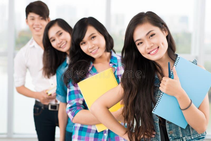 Grupo de adolescentes foto de stock royalty free