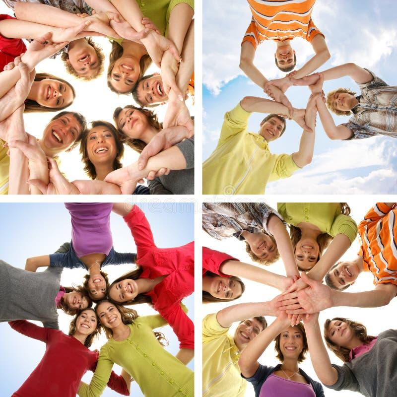 Grupo de adolescentes felizes de sorriso fotografia de stock