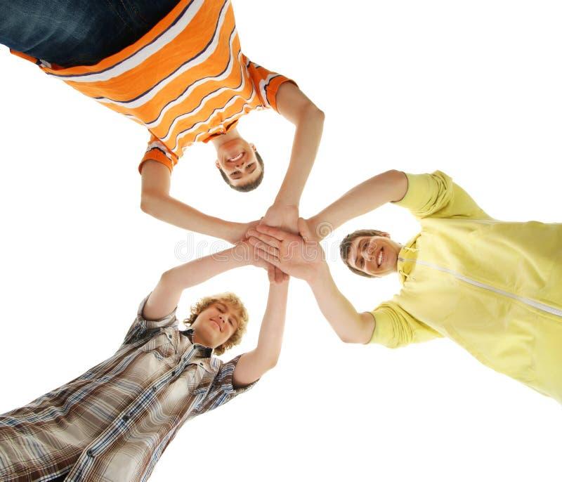 Grupo de adolescentes felizes de sorriso isolados no branco fotografia de stock royalty free