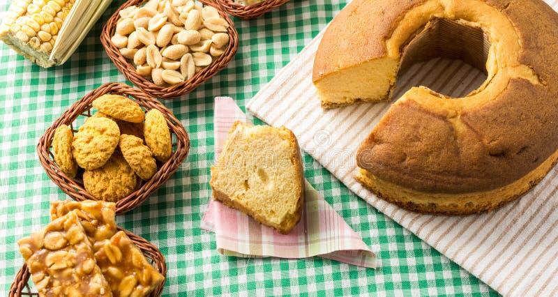 Grupo de alimento de Festa Junina, um partido brasileiro típico: Pe de imagem de stock