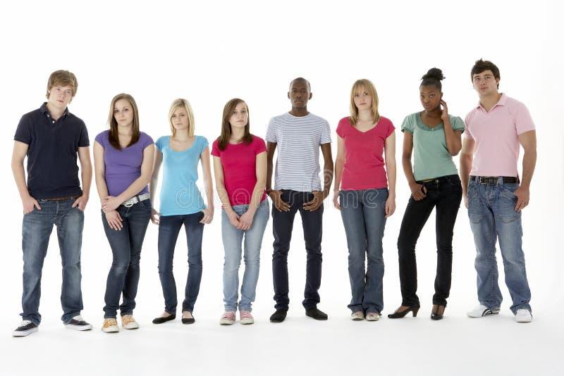 Grupo de amigos adolescentes no estúdio foto de stock
