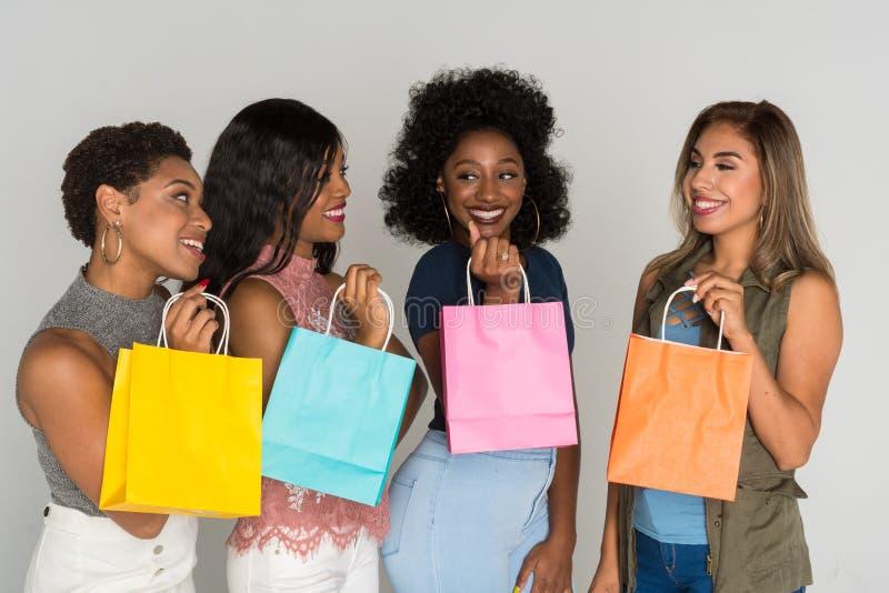 Grupo de amigos da fêmea da minoria imagens de stock royalty free