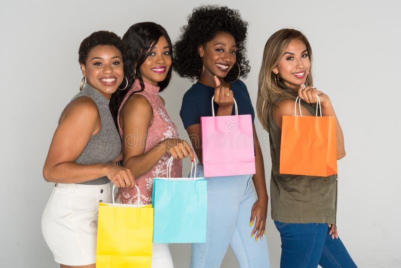 Grupo de amigos da fêmea da minoria fotos de stock