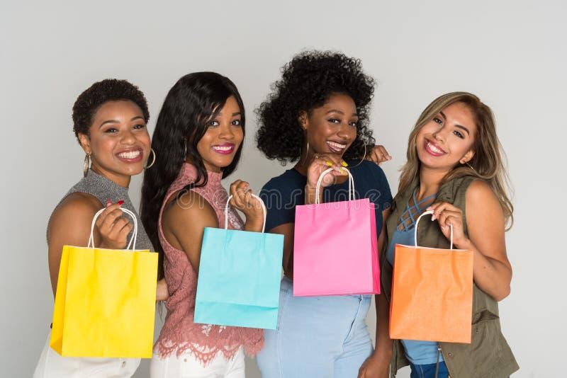 Grupo de amigos da fêmea da minoria fotografia de stock royalty free
