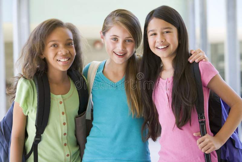 Grupo de amigos de la escuela primaria foto de archivo libre de regalías