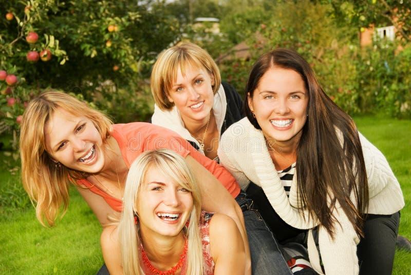 Grupo de amigos felices fotografía de archivo