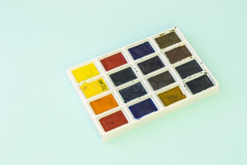Grupo de aquarelas no fundo verde fotos de stock
