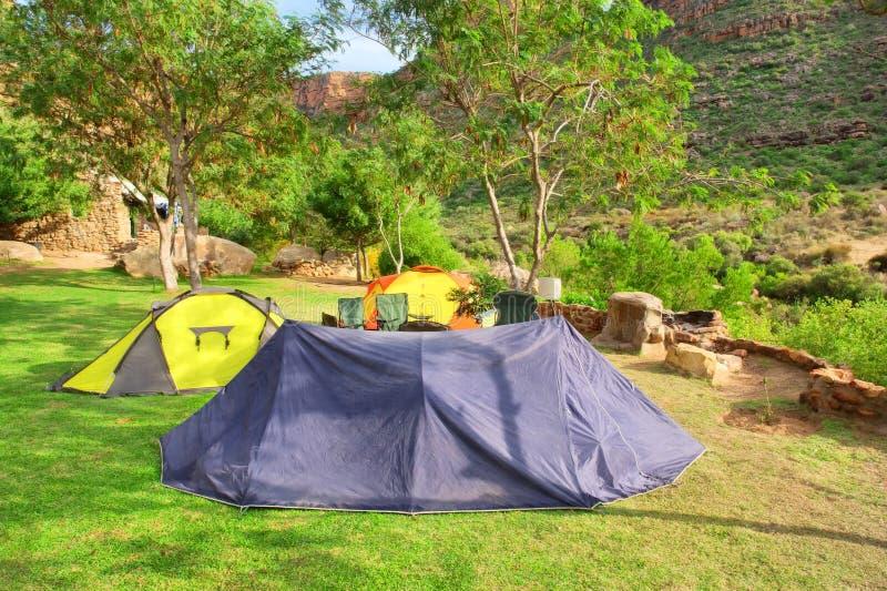 Download Grupo de barracas no vale foto de stock. Imagem de grupo - 29839104