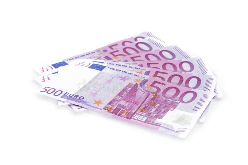 Grupo de 500 billetes de banco del euro aislados en el fondo blanco fotografía de archivo