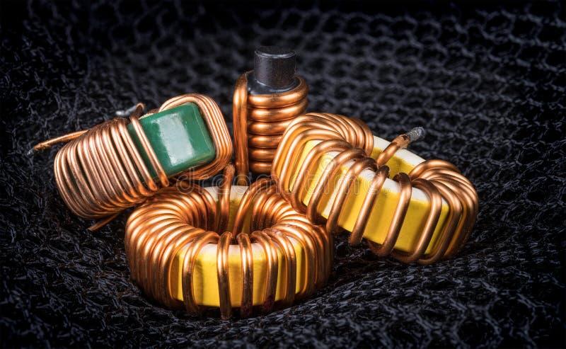 Grupo de bobinas com enrolamento do núcleo magnético e do cobre fotografia de stock