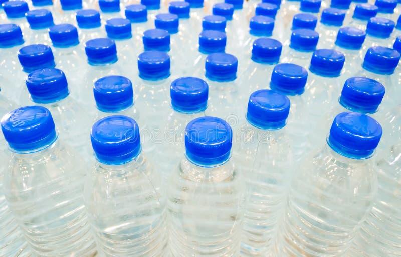 Grupo de botella de agua de consumición foto de archivo