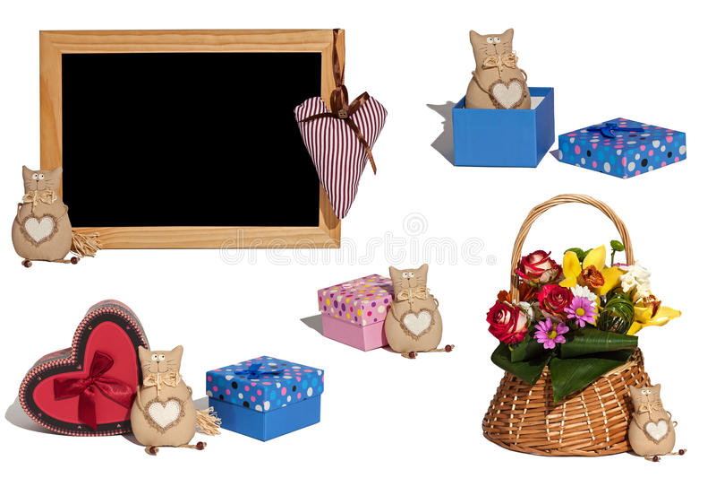 Grupo de brinquedo do gato das fotos, caixas de presente, cesta com flores, plantas, imagem de stock royalty free