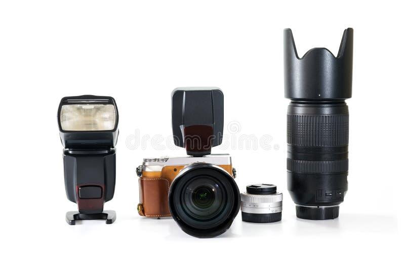Grupo de câmara digital com lente e flash foto de stock