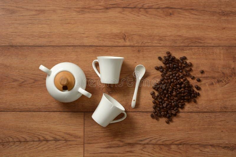 Grupo de café branco da porcelana - produto italiano fotos de stock royalty free