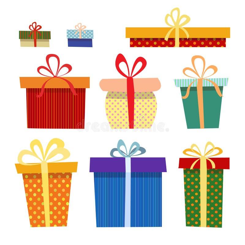 Grupo de caixas de presente em cores diferentes em um branco imagens de stock