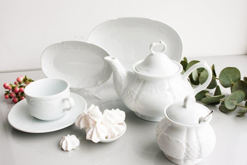 Grupo de chá caro luxuoso branco da porcelana fotografia de stock royalty free