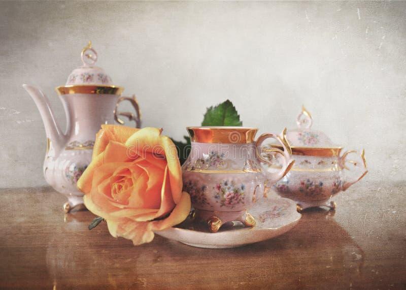 Grupo de chá da porcelana com efeito retro do estilo de Instagram do vintage imagem de stock royalty free