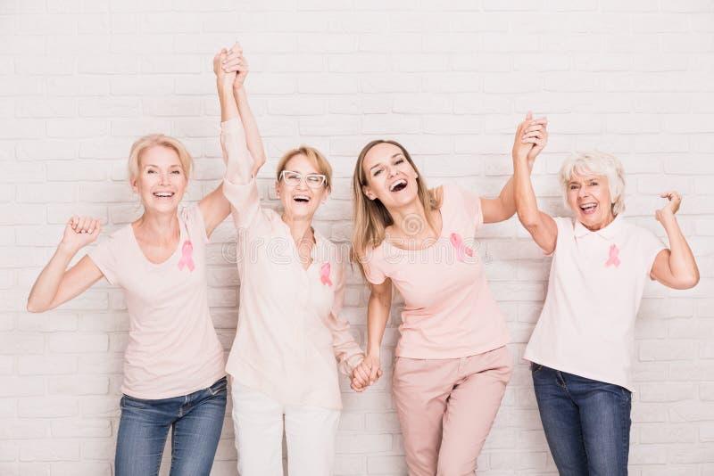Grupo de cheering das senhoras fotografia de stock royalty free