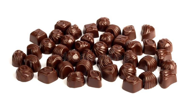 Grupo de chocolates saborosos isolados no fundo branco fotografia de stock royalty free