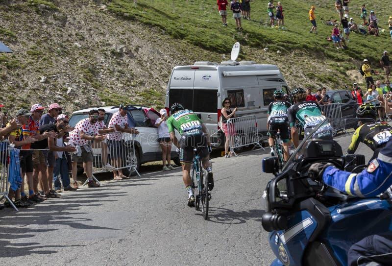 Grupo de ciclistas em Colo du Tourmalet - Tour de France 2018 fotografia de stock royalty free