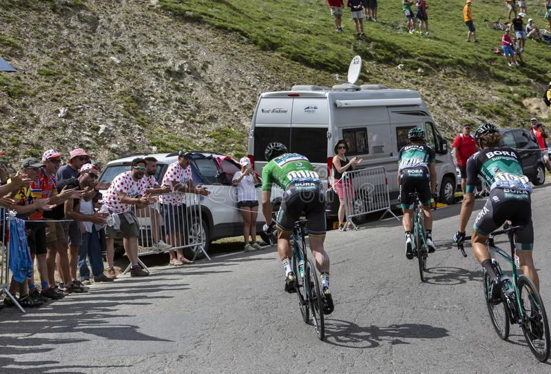 Grupo de ciclistas en Col du Tourmalet - Tour de France 2018 fotografía de archivo libre de regalías
