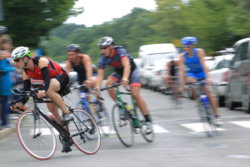 Grupo de ciclo en el triathlon 2012 de Praga fotos de archivo