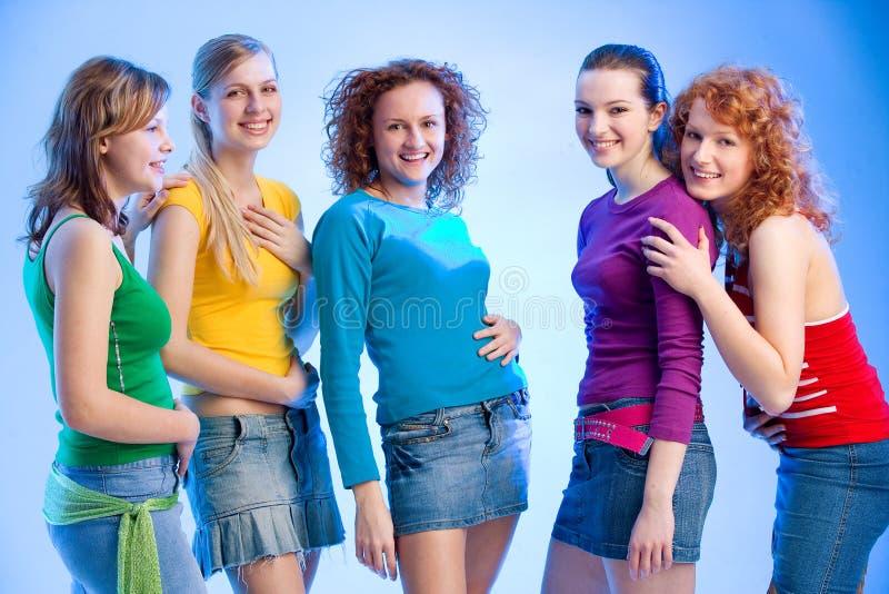 Grupo de cinco meninas fotos de stock