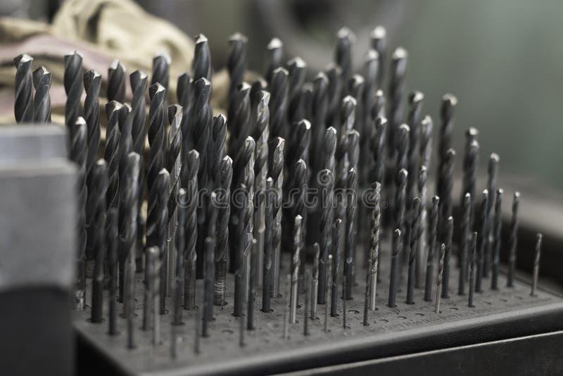 Grupo de close-up da oficina da ferramenta da espiral do metal da torção do bocado de broca imagem de stock