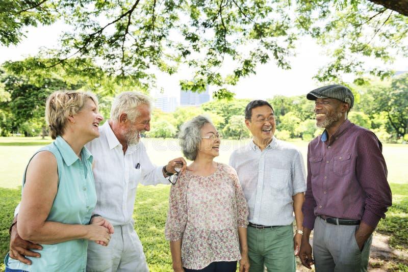 Grupo de concepto mayor de la felicidad de los amigos del retiro fotografía de archivo libre de regalías