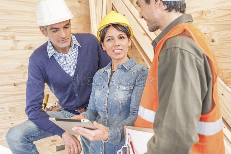 Grupo de construção no local fotos de stock