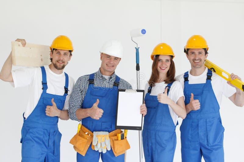 Grupo de constructores sonrientes fotografía de archivo
