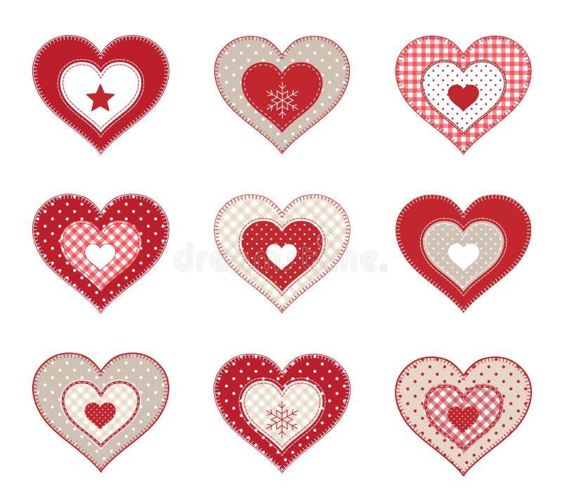 Grupo de corações decorativos dos retalhos vermelhos, isolado no fundo branco, ilustração ilustração royalty free