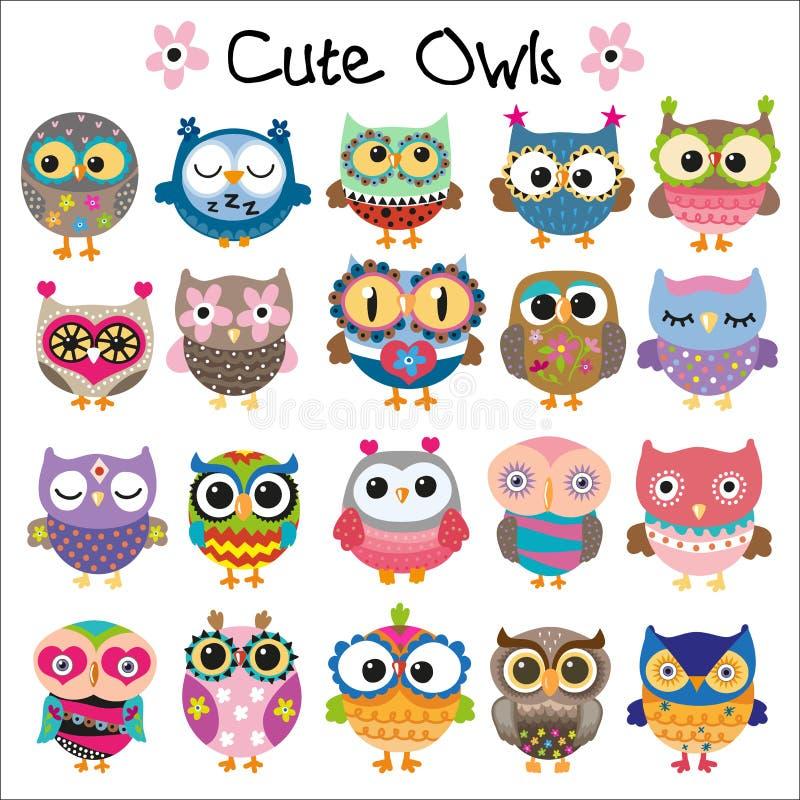 Grupo de corujas bonitos dos desenhos animados ilustração stock