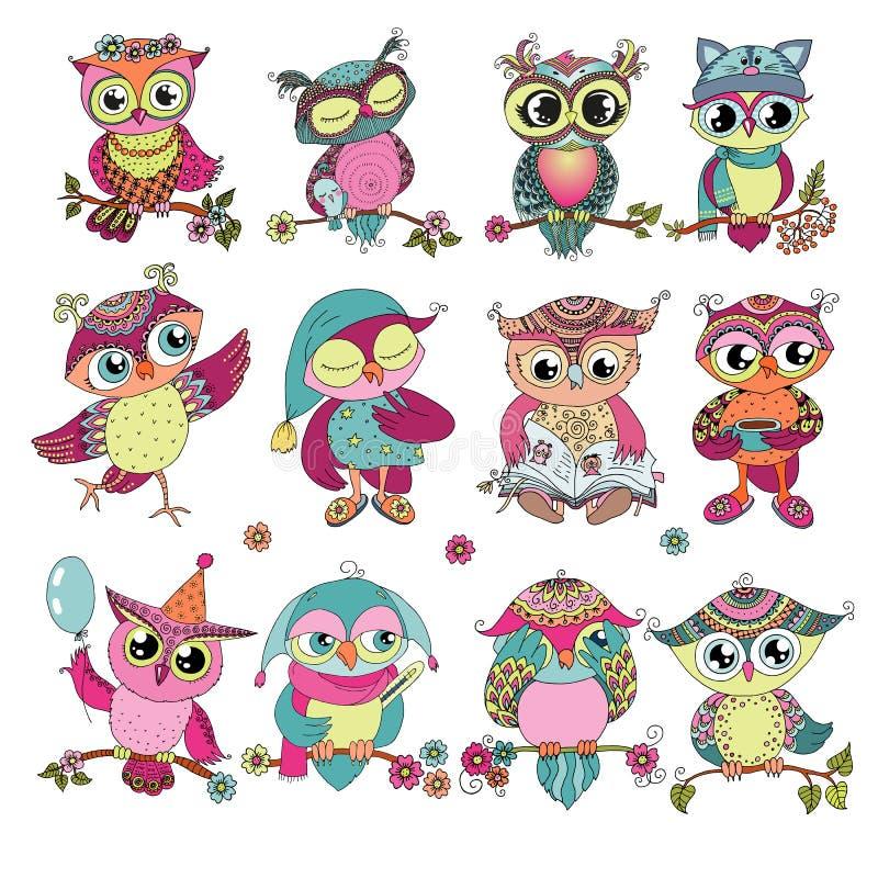 Grupo de 12 corujas coloridas bonitos dos desenhos animados ilustração do vetor