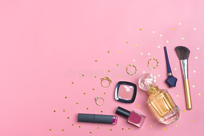 Grupo de cosméticos e de acessórios fotos de stock royalty free