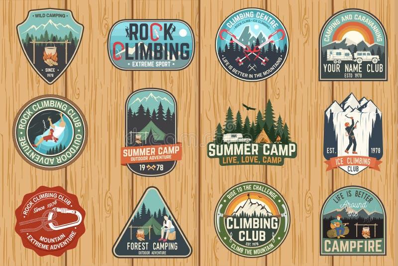 Grupo de crachás do clube e do acampamento de verão da escalada Vetor ilustração royalty free