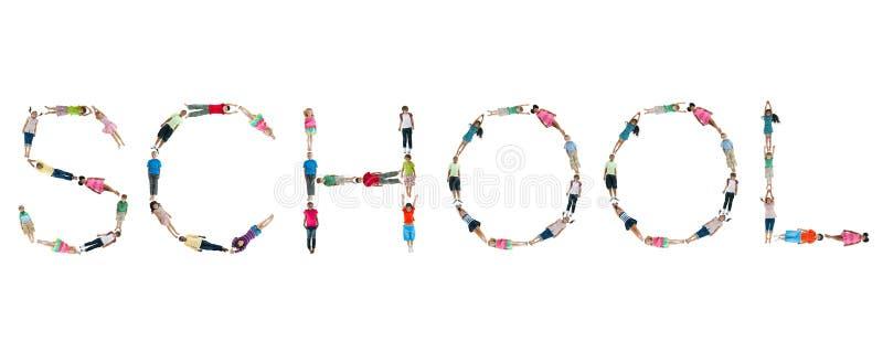 Grupo de crianças do mundo com escola da palavra imagens de stock
