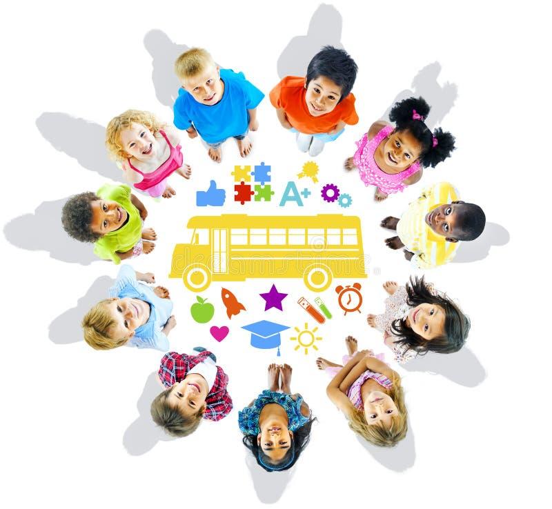 Grupo de crianças e de conceito da escola imagens de stock royalty free