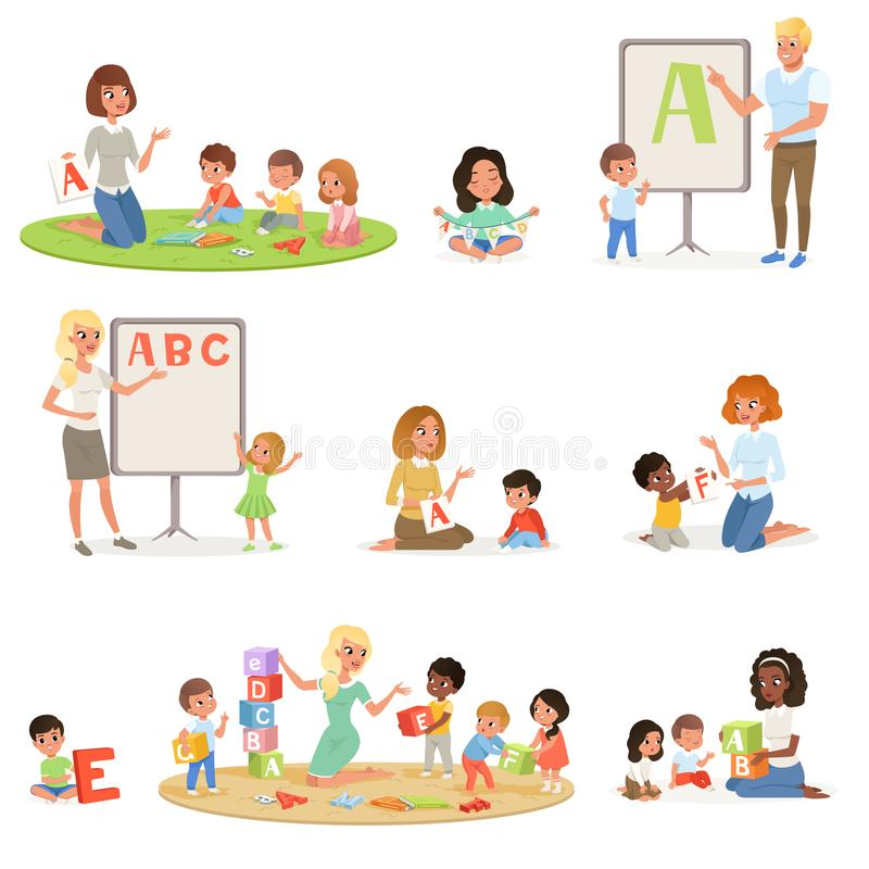 Grupo de crianças que fazem a terapia da fala com professores Centro de desenvolvimento infantil Caçoa letras do alfabeto através ilustração royalty free
