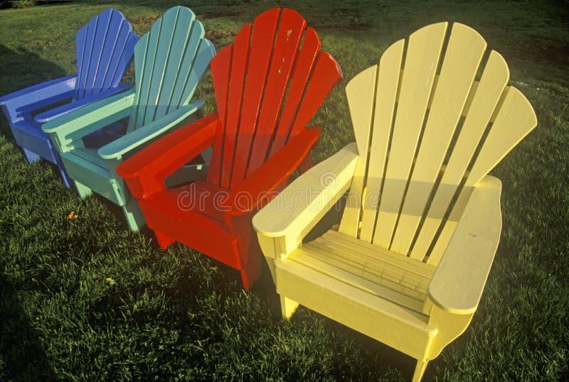 Grupo de cuatro sillas coloreadas multi foto de archivo