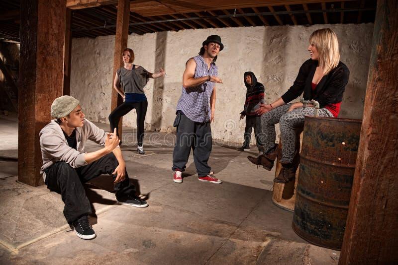 Grupo de dançarinos frescos de Hip Hop fotos de stock royalty free