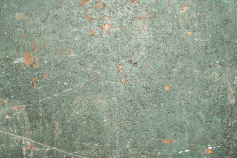 Grupo de defeitos e de quebras em uma superfície pintada velha, textura verde de uma madeira pintada antiga, fundo abstrato imagens de stock royalty free
