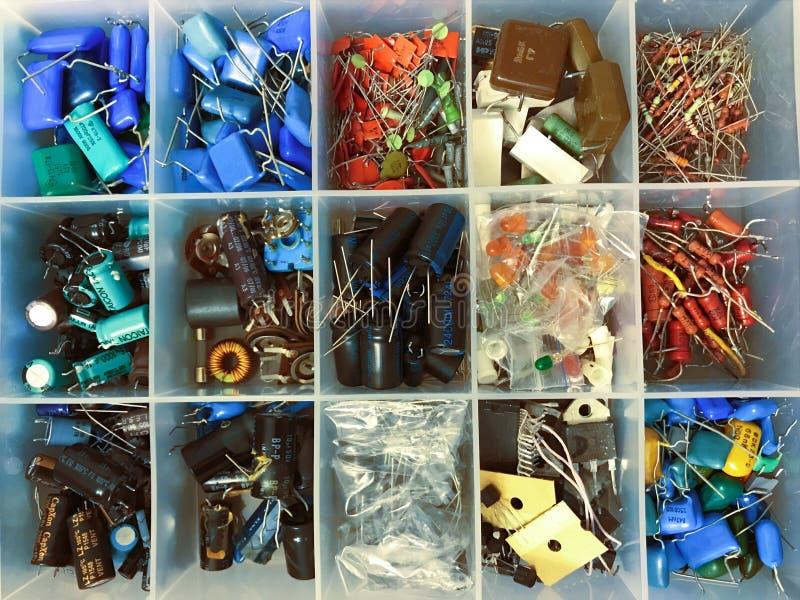 Grupo de diversos tamaños de los condensadores axiales de película metálica audiófilos foto de archivo libre de regalías
