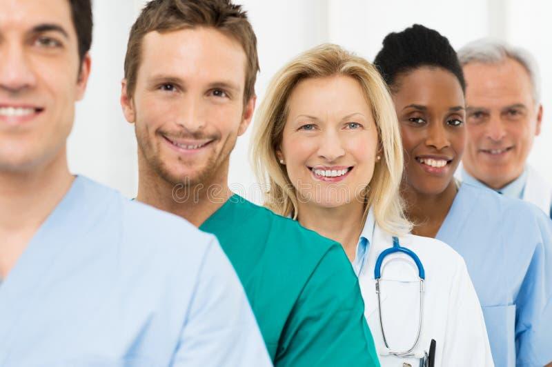 Grupo de doctores felices
