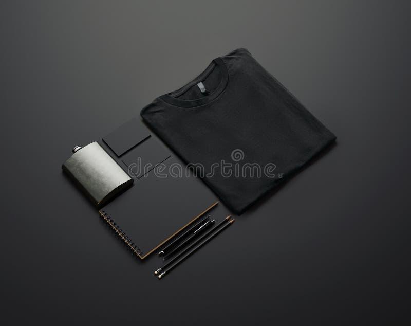 Grupo de elementos de marcagem com ferro quente vazios no papel preto 3d fotografia de stock